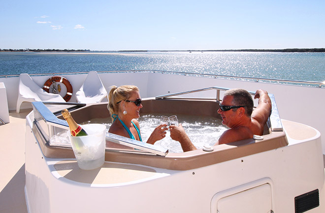 3-10-reasons-why-Houseboats-beat-Hotels